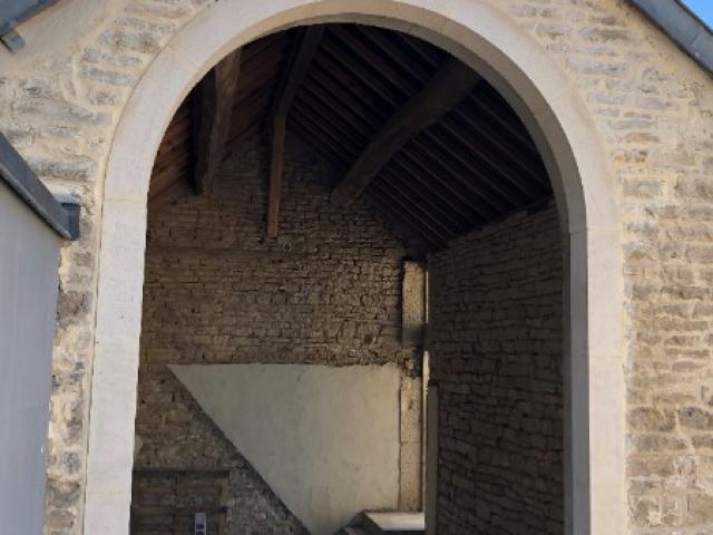 Création d'une ouverture pour un domaine viticole à Vosne Romanée.